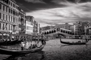 The iconic Rialto bridge in Venice