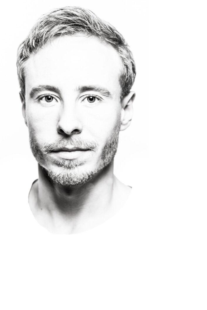 male contour portrait in black and white